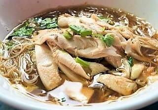 100A. Soupe de nouille au poulet 鸡肉汤面